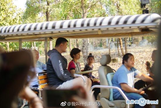 今日热点:少年患便秘死亡 姚明携妻女游泰国